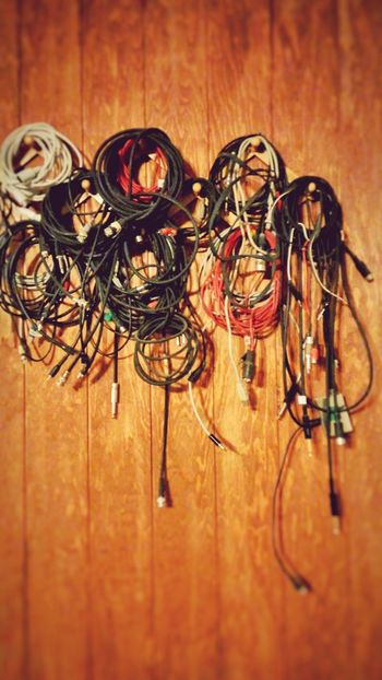 Isn't this music after all? La musica è anche questo. The Electric Side ofMusic... Cables Wires And Cables Coiled Wire Mess Jacks Electric Guitar Wires Everything In Its Place ? The OO Mission