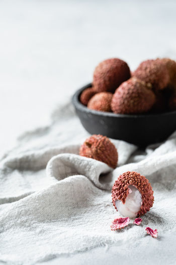 lychee   daylight food photography Lychee Minimalism Foodphotography Food Photography The Week on EyeEm Food And Drink Food Freshness Healthy Eating Fruit Focus On Foreground Bowl Close-up Selective Focus Medium Group Of Objects Tropical Fruit Still Life Nikonphotographer Daylight Photography