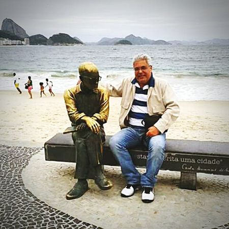 Brazilian poetry Carlos Drummond de Andrade statue at Copacabana beach. Rio de Janeiro. That's Me Check This Out Hello World Rio De Janeiro Copacabana Beach CarlosDrummondDeAndrade ArtWork Architecture & Statues