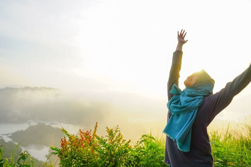 Good Morning Arms Raised One Person Sky Travel Destinations Outdoors Landscape Nature Day One Woman Only Beauty In Nature Sunrise Sunrise_sunsets_aroundworld Sunrise_Collection Landscape_photography Goodmorning EyeEm  EyeEm Best Shots Riamkanan Women Who Inspire You Morning Sun Hill