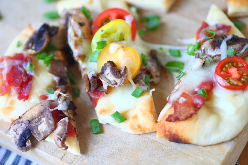 Naan pizza with bacon and tomatoes
