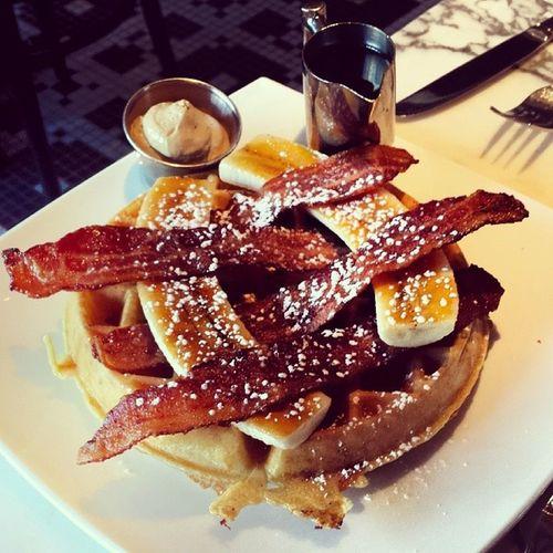 Thisjusthappened Sugarfactory FatElvis NowIKnowWhatMyLastMealWouldBe PeanutButterMouse Bacon Waffle