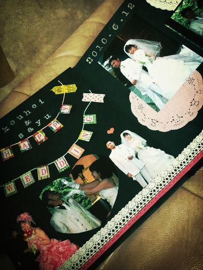 今日、親友がサプライズでプレゼントしてくれた、手作りのフォトアルバム。三年がかりで作ってくれたその気持ちが何よりうれしい!わたしは幸せ者です。 Wedding