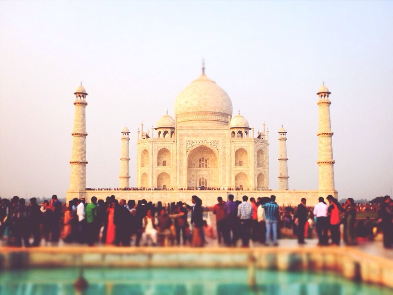 large group of people, real people, travel destinations, tourism, built structure, architecture, history, travel, arch, men, clear sky, dome, vacations, building exterior, outdoors, women, day, lifestyles, sky, people