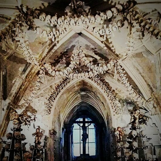 History Kutna Hora Bone Church Kutna Hora Kutnahora Traveling Travel Scarry Bone Church Happy Traveller Taking Photos L Love Trvavel Sculpture Bones Museum Bones Human Bones