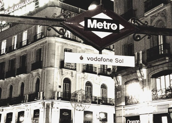 Western Script Text Communication Guidance No People Built Structure Outdoors Road Sign Architecture Day Building Exterior City Close-up Sol Vodafone  Underground Underground Station  Vodafone Sol