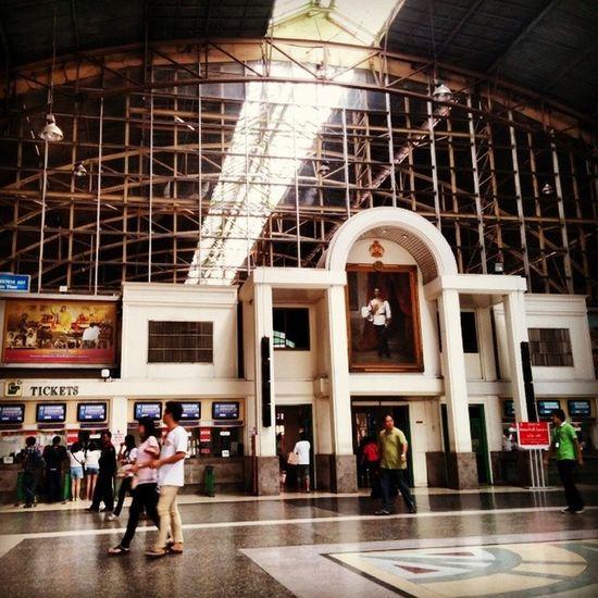 หัวลำโพง มาทำบุญแต่เช้า Hualumpong train station