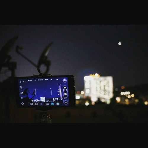 Photo of taking a photo. Rooftop, shooting the Jupiter/Venus alignment tonight. LGG4 Manualmode Seethegreat Feelthegreat Hollywood Planetsalign Jupiter Venus Alignment Bestshotever @LGUSAmobile