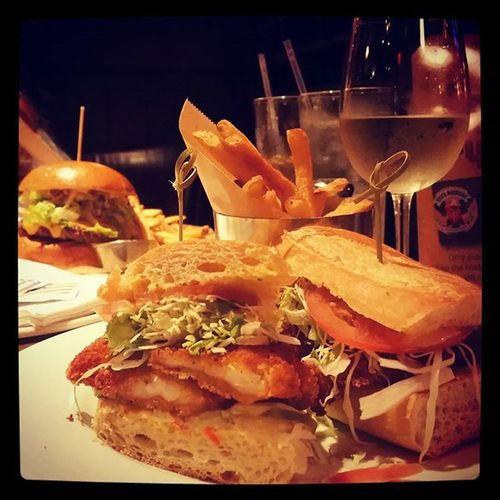 New York American dinner 😋 Guysamericankitchen Timessquarefood Shrimpburger