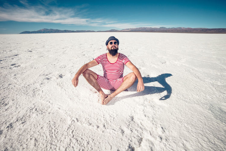 Saltejat De Bolets #nyam HERO High Hot Man Relaxing Sitting Stripes Arctic Argentina Bathing Suit  Beard Cold Desert Flat Hipster Male One Person Outdoors Relax Salinas Grandes Snow Surreal Trippy Vintage