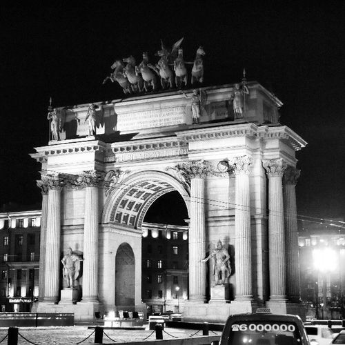 The Narva Triumphal Arch SaintP étersbourg Sanpietroburgo Saintpetersburg Petersburg Russia architecture sculpture old triumphal arch gate blackandwhite like beautiful bwn_city ic_bw ic_architecture bwoftheday bw insta_pic_bw plaza place knights architecturedetails bnw_universe bwsquare city
