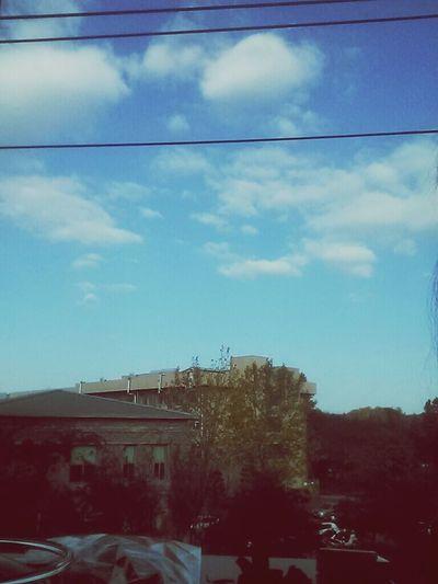 북대 어느 카페에서 구름이 이뻐서 ㅋㅋ