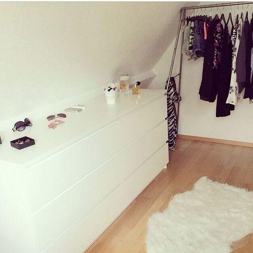 New dressroom? Dressroom OMFG Happy