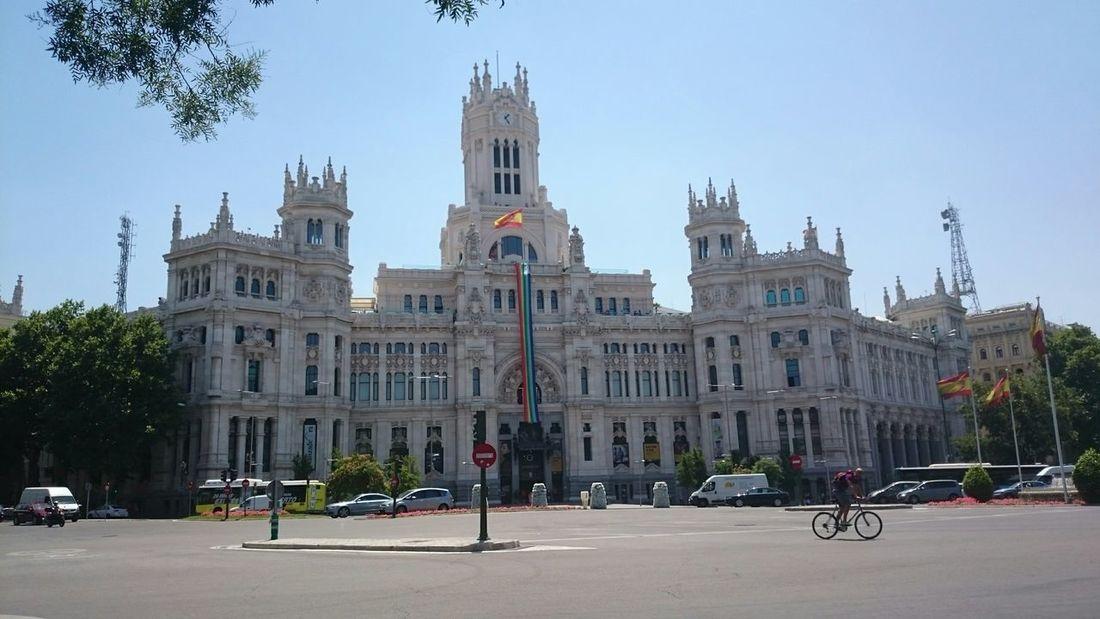 Vista del Ayuntamiento de Madrid y la Plaza La Cibeles de Madid Town Meeting Ayuntamiento De Madrid. Hôtel De Ville Palais Palacio Palazzo Palace Palacio De La Cibeles Palacio De Telecomunicaciones