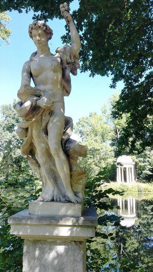 Schlosspark Lützschena Lützschena Leipzig Leipziger Auwald Flora-Statue Dianatempel Denkmal Park