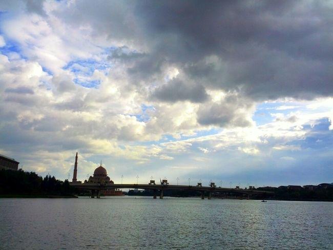Clouds Sky Scenery Shots Mosque Panorama Cloudporn Lake Malaysia Skyporn #sunset #sun #clouds #skylovers #sky #nature #beautifulinnature #naturalbeauty #photography #landscape Sky_collection Putrajaya Malaysia Scenery