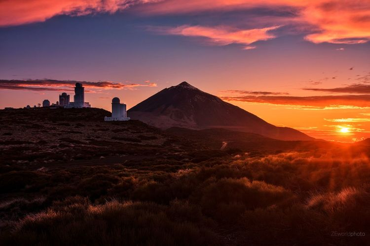 Beautiful colors in El Teide Observatory Colors EyeEm Best Shots EyeEmNewHere EyeEm Nature Lover Eye4photography  Nature Tranquility Cloud - Sky Silhouette Nikon Photography Adventure Canary Islands EyeEm Gallery Travel Destinations Travel Rock - Object Astronomy City Sunset Pyramid Ancient Civilization Sky Architecture Landscape Office Building Skyscraper Rock Formation Hiker Skyline The Great Outdoors - 2018 EyeEm Awards