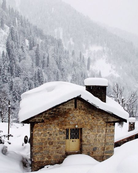 Cold Temperature Winter Snow Weather Mountain Architecture Built Structure Building Exterior White Color House Nature Scenics Tranquil Scene Tourist Resort Log Cabin Cottage Residential Building Beauty In Nature No People Frozen