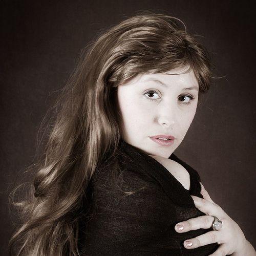 Ilviaggioarteco Alicya Portrait Produzionepropriaassociati