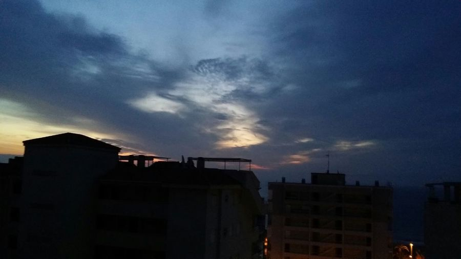 Bonjour à Tous Ceux Qui Sont Debouts To Admire The Sunset And The Beautiful Colours And Danseswith Clouds And Water : Nice Ballet/clouds Pirn Sea Sun & Colour's Ballet/eyEmbest Pic EyEmbest Earlier Pic : 1/4 Past Am In Spain Peace &love