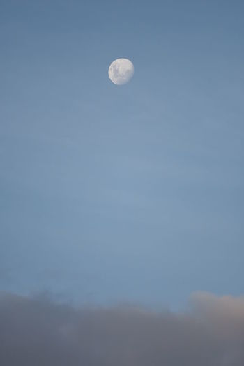 Moon Planetary Moon Low Angle View Moon Surface Sky No People Outdoors Nature Lua  Céu Nuvens Cloud