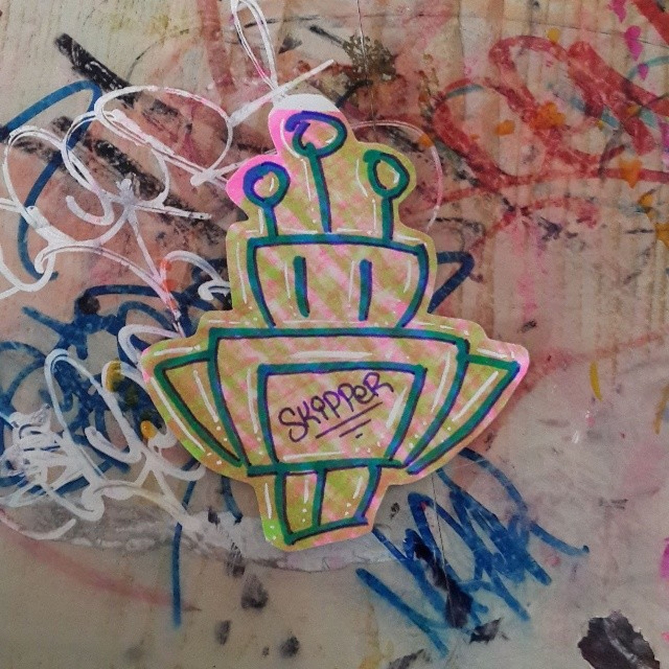 wall - building feature, graffiti, text, art and craft, art, creativity, built structure, multi colored, architecture, western script, communication, wall, building exterior, non-western script, hanging, day, indoors, street art, painting