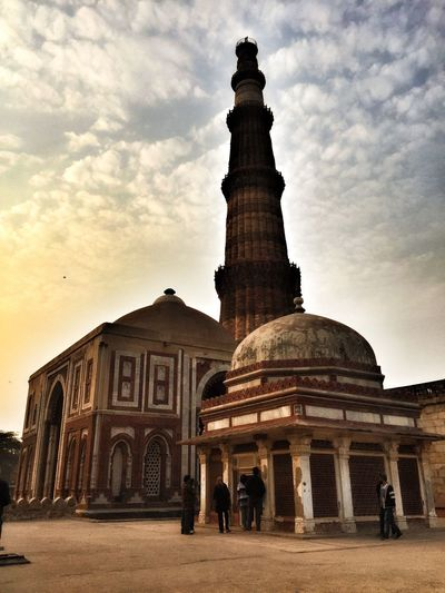 Beautiful 13th Century Architecture Tourism Loveit Mustvisit Dontwanttoleave IndiaTrip Delhi Indiatrip2016 Cantgetenough Building Exterior Travel Destinations History Sky Dome Travel Taking Photos Vacations Hanging Out