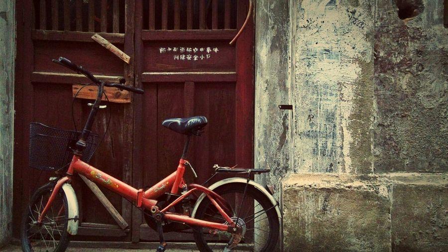 东斯文里,上海。@Don Sven Lee, Shanghai. Street Photography Cityscapes Cellphone Photography The Five Senses