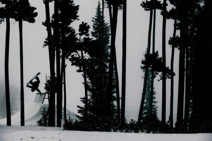Tom Pelly shreddin obstacles in the trees of Keystone / Colorado