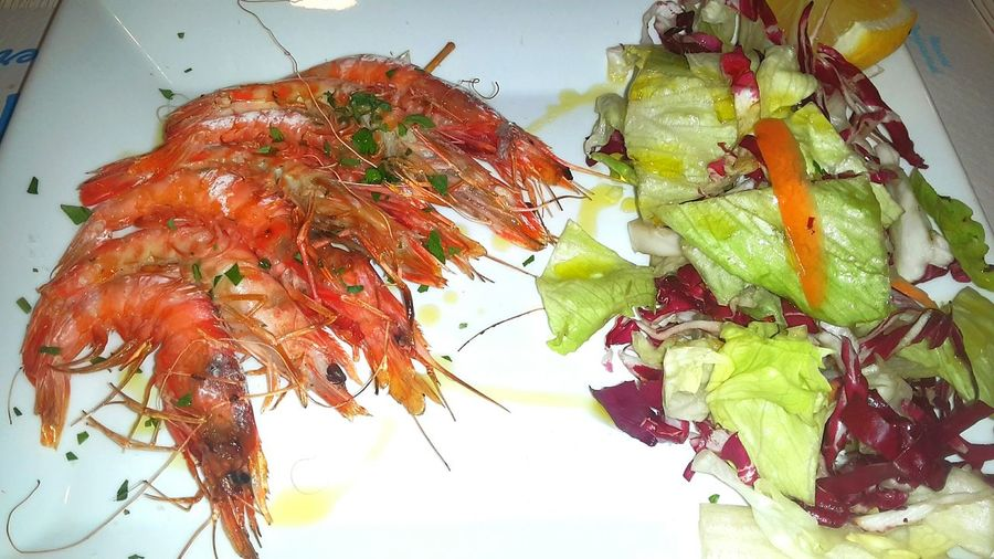 Animal Themes Fritturadipesce Shrimps Multicolors  Seafoodplatter Fish Seafoodporn Seasalad SeafoodLover Seafood Lovers Seafish Seafood Dinner Seafood Madness Multi Colored Salad Close-up Seafoods Food No People Plate Multicolor Healthy Eating Grilledshrimp Grilled Fish Indoors