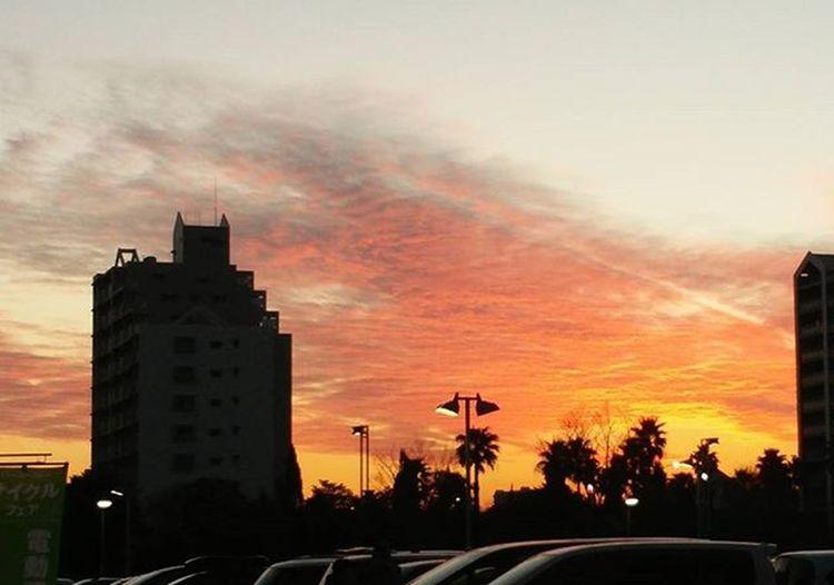 夕焼け 補正無し 今日の夕焼けはオレンジ色でした。