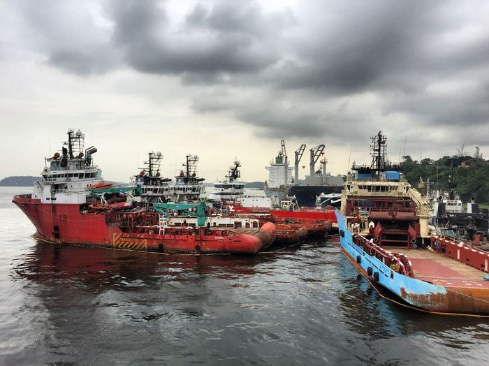 Nautical Vessel Mode Of Transport Sea Maritime Offshore Oilandgas Shipping  Shipyard Oilindustry Commercial Dock Horizon Over Water Cloud - Sky Transportation