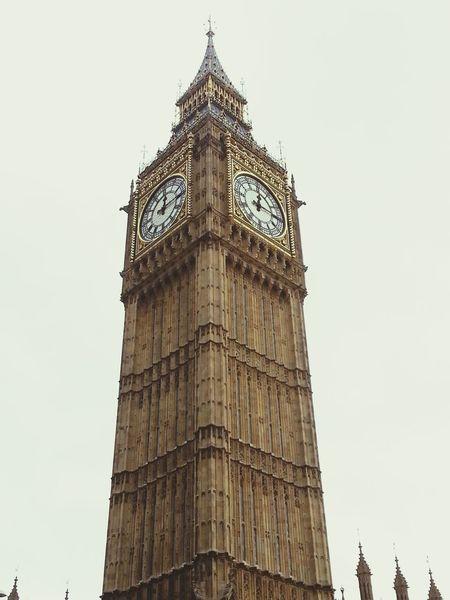 Walking Around Westminster Big Ben Hanging Out