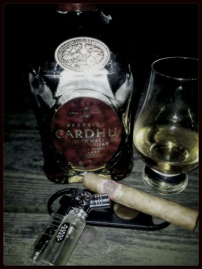 Cigar Whisky Single Malt Cardhu