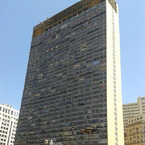 Edifício Mirante do Vale , também conhecido como Edifício Zarzur , pois foi projetado pelo arquiteto Waldomiro Zarzur.