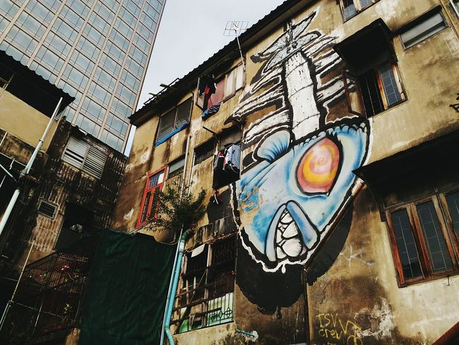 EyeEm Selects Architecture Low Angle View Built Structure Architecture Travelling Building Exterior Day Outdoors Painted Image City No People Taking Photos Graffitiart Graffity Graffitiwall Street Art Creativity City Playground Fish