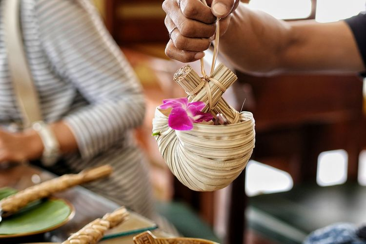 Basket Business Finance And Industry Small Business Adult Retail  Adults Only Jewelry Store One Person Only Women People Lifestyles Fashion Business Indoors  Human Body Part One Woman Only Women Human Hand Gold EyeEm Thailand Thailand Photos EyeEm ThaiFood Travel Thailand