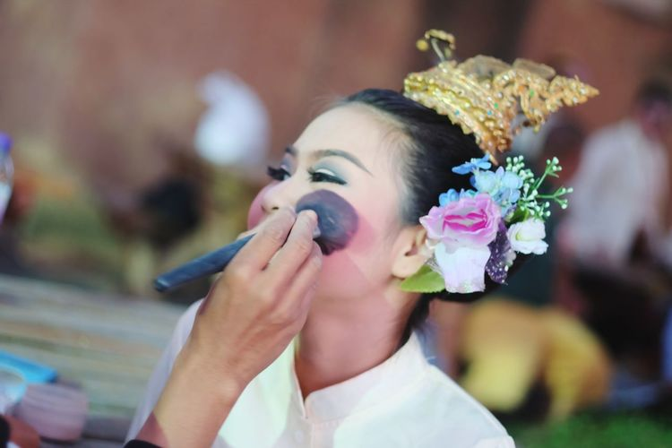 Cropped image of artist make up artist applying make-up with brush