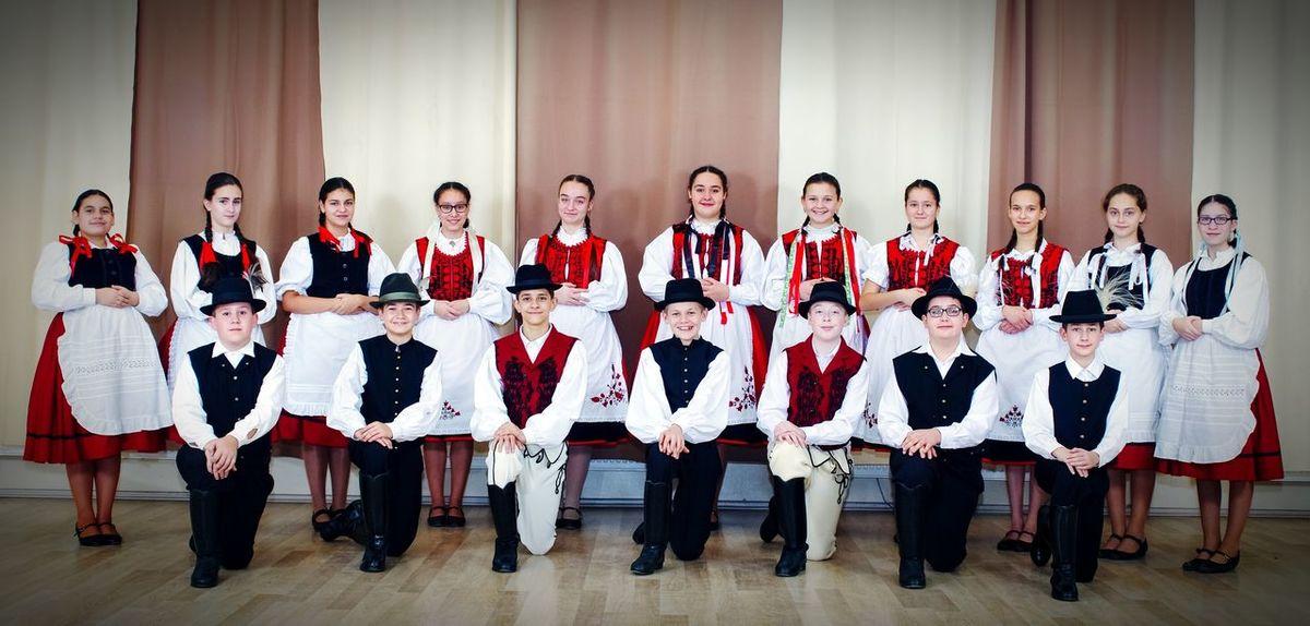 Folklore FolkDanceOfHungary FOLkdance Hungarianfolkdancegroup Hungary Szekely Viselet Folk Group