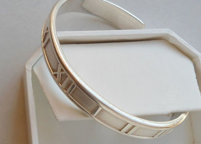 Silver Atlas cuff bracelet by Tiffany. Atlas Bracelet Close-up Cuff Jewelry Roman Numerals Silver  XI