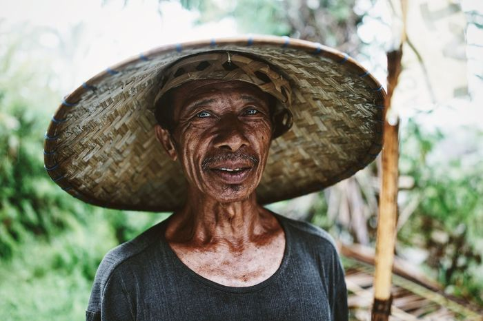 Portrait Portraits Portrait Of A Man  Man Indonesian Balinese Old Man Farmer INDONESIA Bali Blue Eyes Asian  Rural Worker Showcase: February The Portraitist - 2016 EyeEm Awards The Portraitist - 2017 EyeEm Awards Connected By Travel An Eye For Travel The Portraitist - 2018 EyeEm Awards