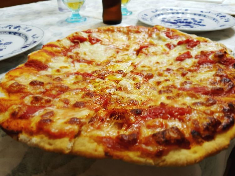Pizza🍕 Pizza Party! Food And Drink Table No People Homemade Food Homemade Pizza Love Pizza Pizza é Birra Pizza And Beer Pizza And Movies!!! Ready-to-eat Fast Food Pizza Food Drinking Delicious Gourmand Mauvintage