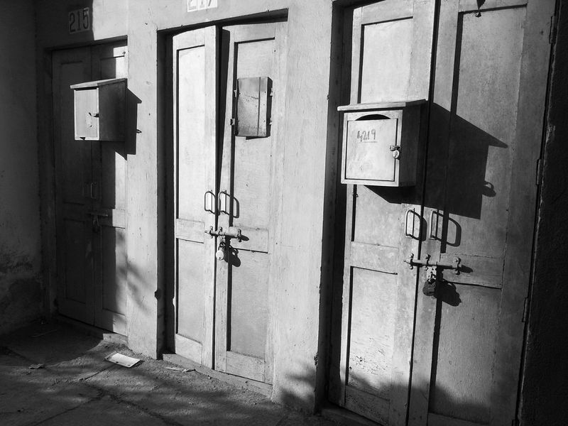 Old Doors EyeEm Bnw Photography Black And White Photography Monochrome Mobile Photography Door Lock