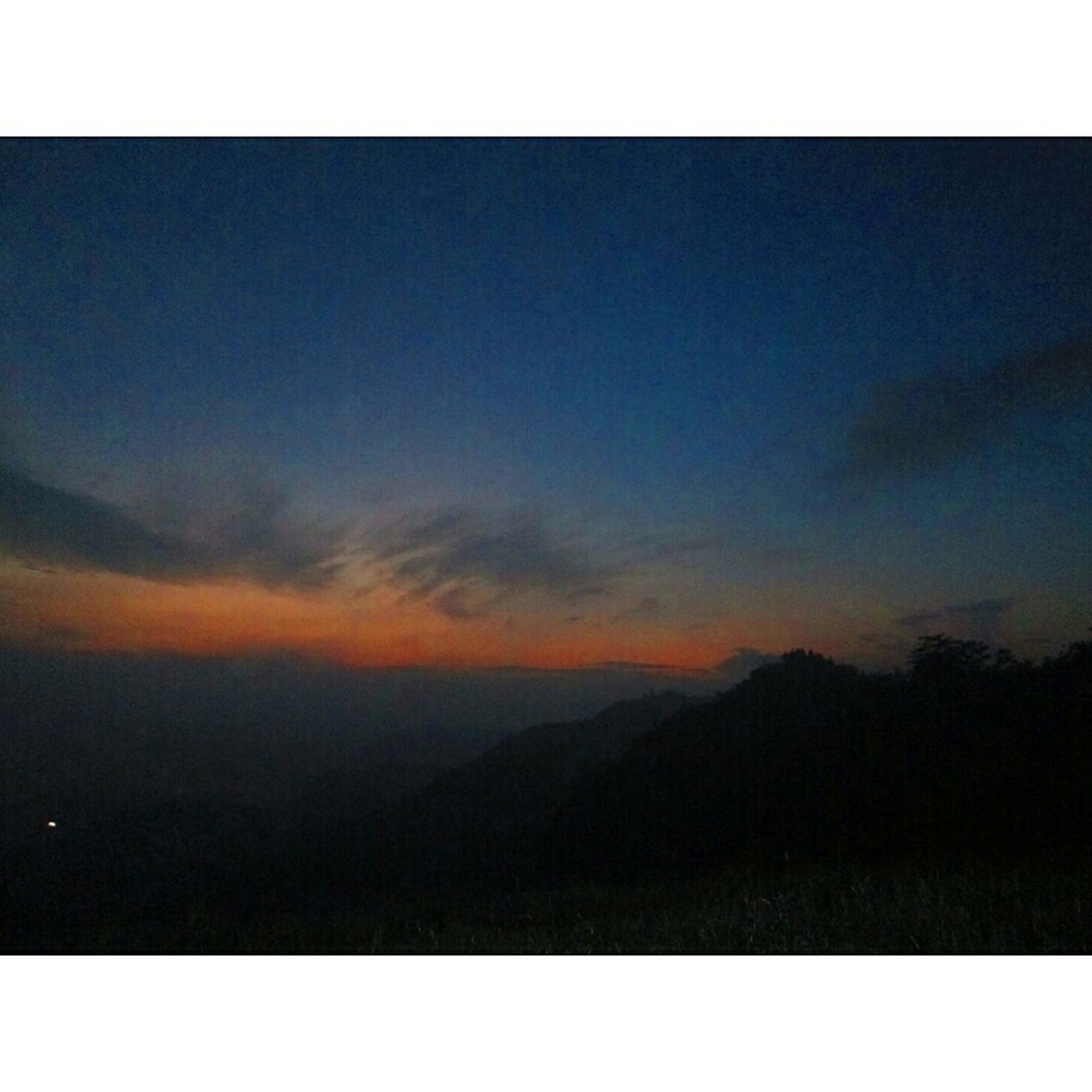 transfer print, auto post production filter, scenics, tranquil scene, tranquility, beauty in nature, sky, sunset, nature, silhouette, idyllic, mountain, landscape, copy space, cloud - sky, outdoors, dusk, non urban scene, cloud, no people