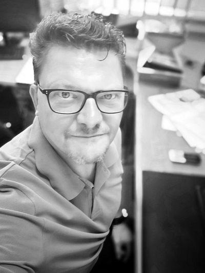 Moin Eyemphotography Eyem Best Shots Selfportrait Itsme Library Portrait Reading Glasses Eyeglasses  Businessman Student Business Men Bookshelf Business Person Glasses Vision Head And Shoulders