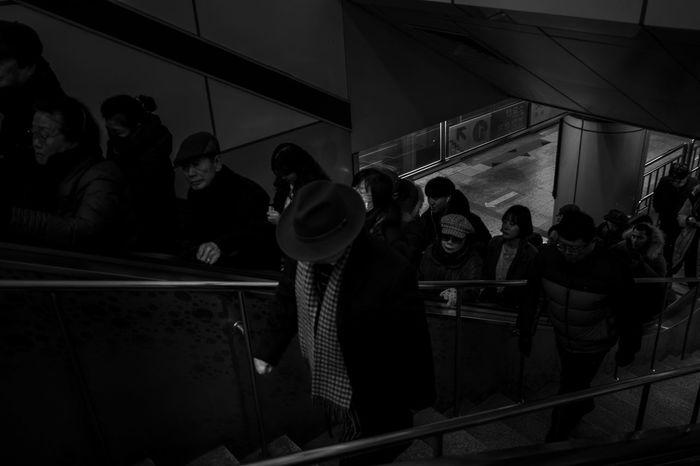 Seoul Korea Bnw Streetphoto Streetphotography Euamopretoebranco Pbmag Blackandwhitephotography Bw_world Pretoebranco 🎈👻 Hat Urban Amazingcity Hatshots Seoul, Korea Blackandwhite Photography Bwphotography City Life Blackandwhite Bw_collection Cityscape ASIA Bw_lover Bnw_captures Night Indoors  Adult People Adults Only The Street Photographer - 2018 EyeEm Awards