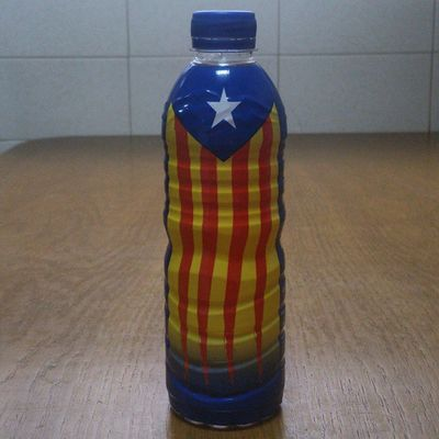 Una ampolla d'aigua independentista! AraEsLHora