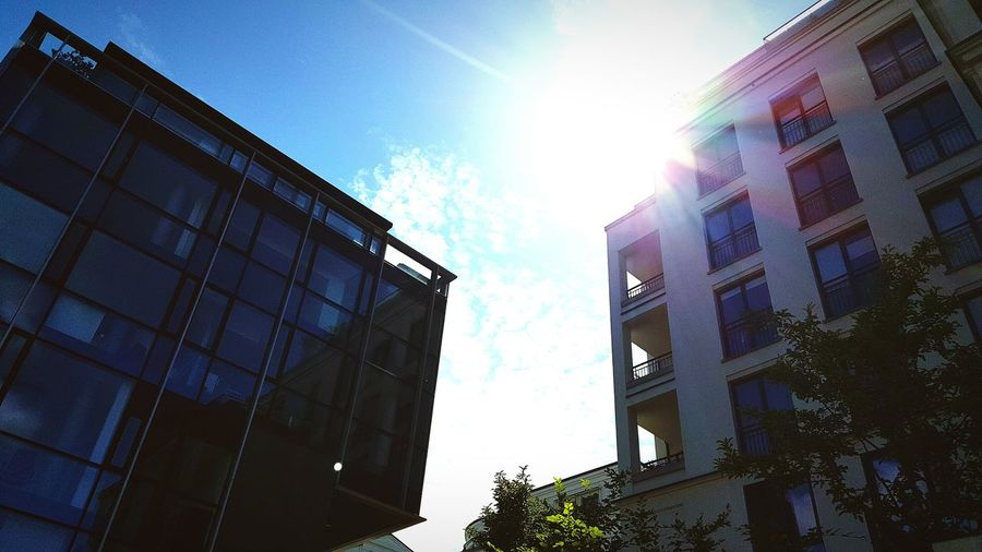 Urbanphotography Urban Landscape Edited PhonePhotography Samsung Galaxy S6 Check This Out Sunny Day Architecture Looking In The Sky Skyporn Sun Rays The City Light Minimalist Architecture