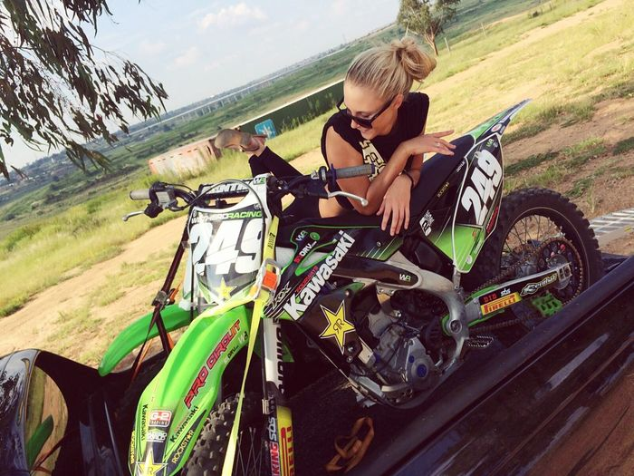 After ride chilling in babes bike🌈👑 Relaxing Sweaty Haha Dayofriding Love Weekends Activebeings Kawasaki
