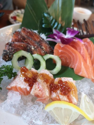 Food Food And Drink Close-up Freshness Indoors  Healthy Eating Ready-to-eat Seafood Wellbeing Plate Fish Still Life Meat SLICE Japanese Food Vertebrate Salmon - Seafood Sashimi  Selective Focus Animal Garnish Crockery Temptation
